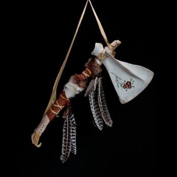 Tomahawk dans une palette d'orignal