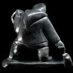Sculpture pierre Inuk chasse sur la banquise