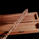Plume d'honneur dans son coffret de bois