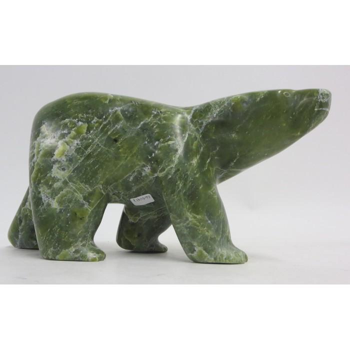 sculpture de pierre verte ours polaire  en marche