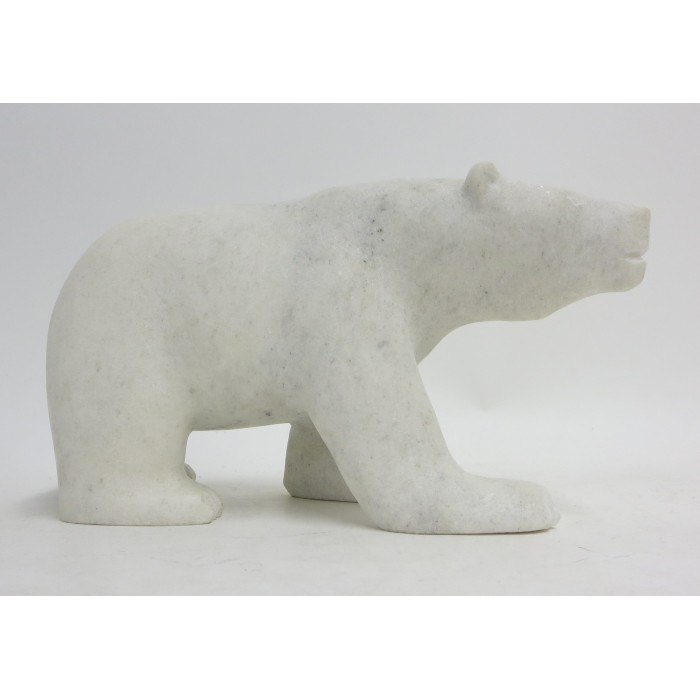 ours  polaire en marche  sculpté dans pierre blanche